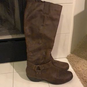 AEROSOLES Boots, Size 10 extended calf option